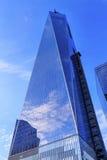 Reflexão de vidro do arranha-céus da construção do World Trade Center novo nova Fotos de Stock