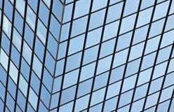 Reflexão de vidro moderna do prédio de escritórios Imagem de Stock Royalty Free