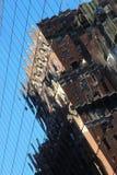 Reflexão de vidro moderna do prédio de escritórios Fotografia de Stock