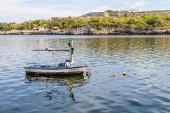 Reflexão do barco perto do castelo de Morro em Havana, Cuba Fotos de Stock