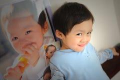 Reflexão do bebê Fotos de Stock