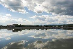 Reflexão do céu na água Imagens de Stock