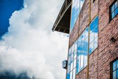 Reflexão do céu nos indicadores Fotos de Stock Royalty Free