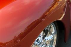 Reflexão do carro clássico no para-choque vermelho Imagens de Stock Royalty Free