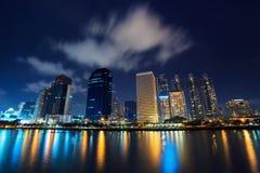 Reflexão do edifício como o scape da cidade. Imagem de Stock Royalty Free