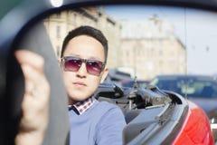 A reflexão do homem está no espelho Imagem de Stock Royalty Free
