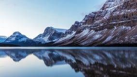 Reflexão do lago bow no parque nacional de Banff, Alberta, Canadá Imagem de Stock