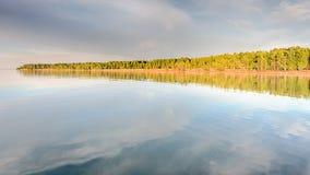 Reflexão do Lago Superior, parque estadual de McLain, MI fotografia de stock royalty free