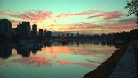 Reflexão do nascer do sol de False Creek, Vancôver 4K UHD video estoque
