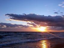 Reflexão do por do sol no mar Báltico Imagem de Stock Royalty Free