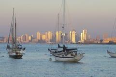 Reflexão do por do sol que vislumbra em San Diego Californ imagem de stock