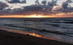Reflexão do por do sol, Ynyslas Foto de Stock