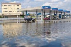 Reflexão do posto de gasolina em inundações Fotografia de Stock