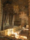 Reflexão do quarto da rainha Marie Antoinette no espelho no palácio de Versalhes imagem de stock royalty free