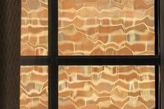 Reflexão do tijolo da parede no banheiro fotos de stock