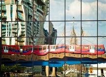 Reflexão do trem de DLR Foto de Stock Royalty Free