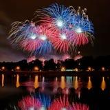 Reflexão dos fogos-de-artifício Fotografia de Stock Royalty Free