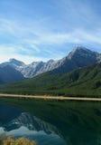 Reflexão dos lagos spray foto de stock royalty free