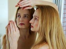 Reflexão em um espelho Fotos de Stock Royalty Free