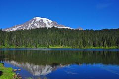 Reflexão mais chuvosa do Mt Fotografia de Stock Royalty Free