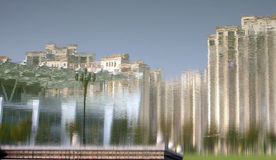 A reflexão na água do edifício Imagem de Stock Royalty Free