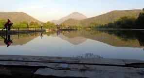 Reflexão na água do lago Imagem de Stock