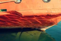Reflexão na quilha do navio imagem de stock