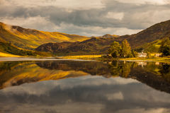 Reflexão nas montanhas Fotos de Stock