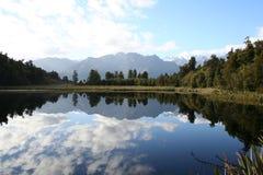 Reflexão no lago Matheson, Nova Zelândia Fotografia de Stock
