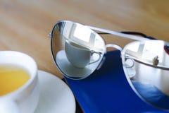 Reflexão nos óculos de sol Imagens de Stock Royalty Free