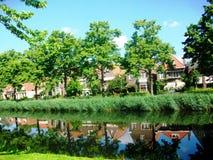 Reflexão surpreendente na água, Hoorn na Holanda, os Países Baixos Fotografia de Stock Royalty Free