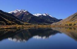 Reflexão vermelha da montanha Imagem de Stock Royalty Free