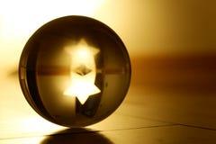 Reflexões através de uma bola de cristal foto de stock royalty free