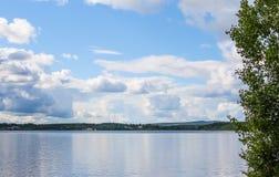 Reflexões azuis do lago Imagem de Stock