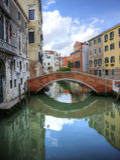 Reflexões bonitas da ponte em Veneza Italy Imagem de Stock