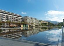 Reflexões da água de Passeio du Paillon Agradável Fotografia de Stock