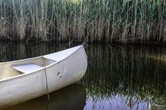 Reflexões da canoa Fotos de Stock Royalty Free