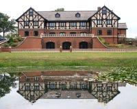 Reflexões da casa de Tudor fotos de stock royalty free