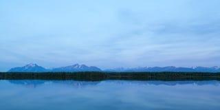 Reflexões da montanha Fotos de Stock