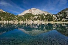 Reflexões da montanha no vulcão de Lassen Imagens de Stock