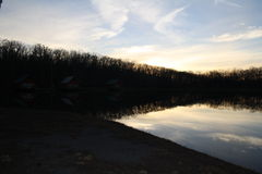 Reflexões da nuvem fotografia de stock