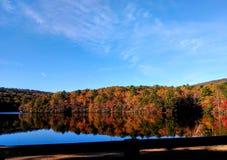 Reflexões da queda que penduram o parque estadual da rocha imagem de stock