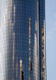 Reflexão de construções velhas em um arranha-céus Fotografia de Stock Royalty Free