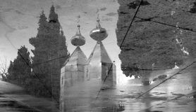 Reflexões de uma igreja ortodoxa Imagem de Stock