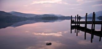 Reflexões do cais no crepúsculo Imagens de Stock Royalty Free