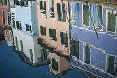 Reflexões do canal, Burano, Italia Imagens de Stock Royalty Free