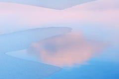 Reflexões do lago e da nuvem winter Fotografia de Stock
