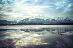 Reflexões do rio de Chilkat Imagens de Stock Royalty Free