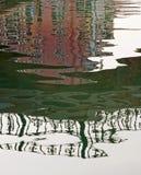 Reflexões em um canal. Foto de Stock
