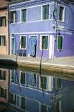 Reflexões do canal, Burano, Italia Imagem de Stock